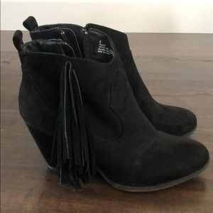 Madden Girl Size 8 Black Booties